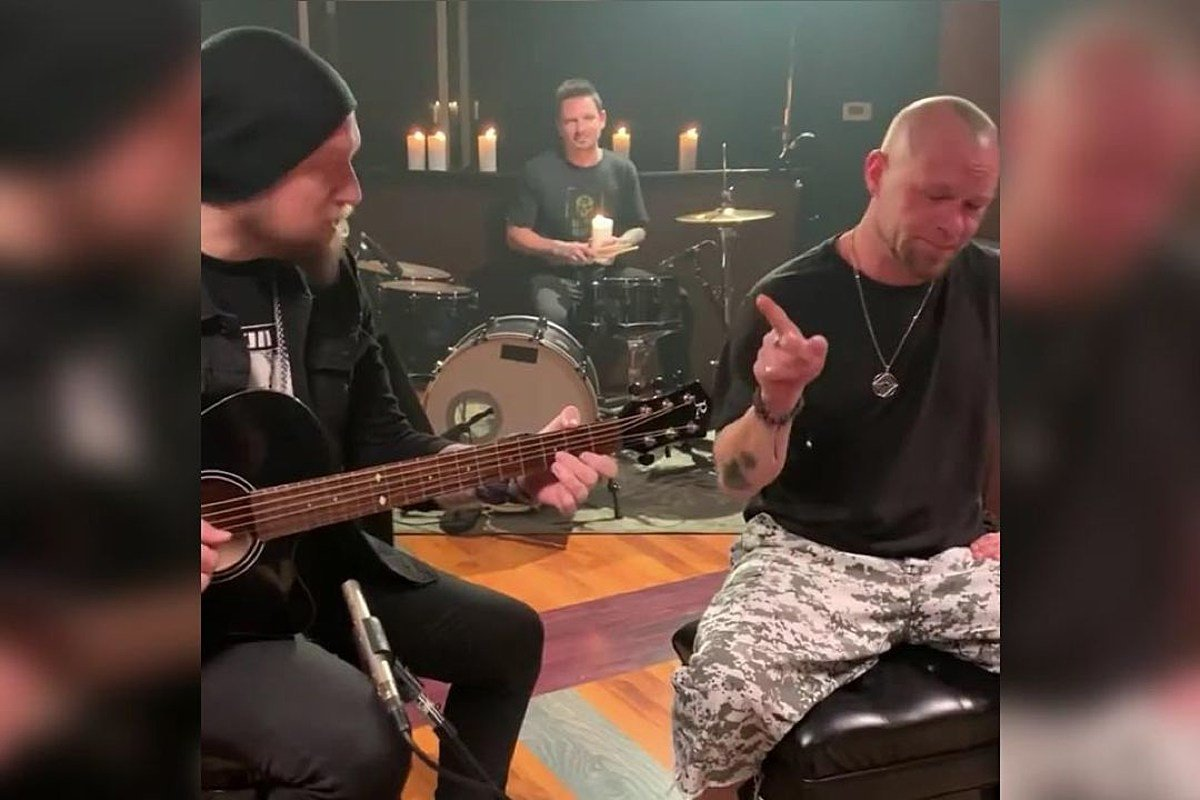 Andy James and Ivan Moody performing More Than Words